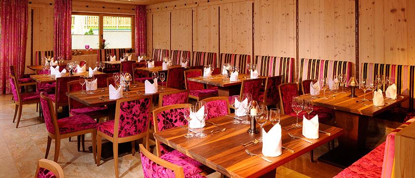 Austria_Mayrhofen_Hotel-Rose_Dining-room2.jpg